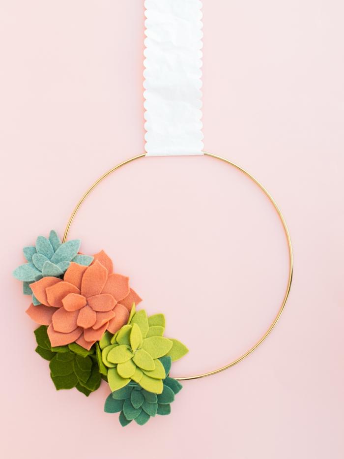 idée activité manuelle printemps déco porte fleurs en feutrine succulents