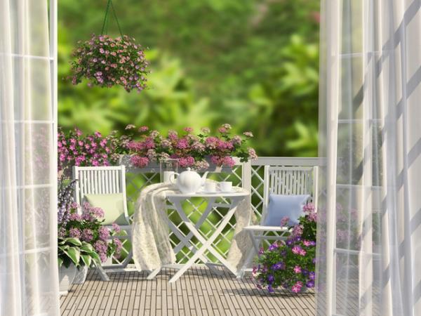 idée déco balcon pour Pâques ambiance embaumée