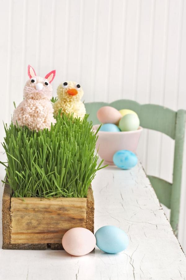 idée déco balcon pour Pâques des oeufs colorés