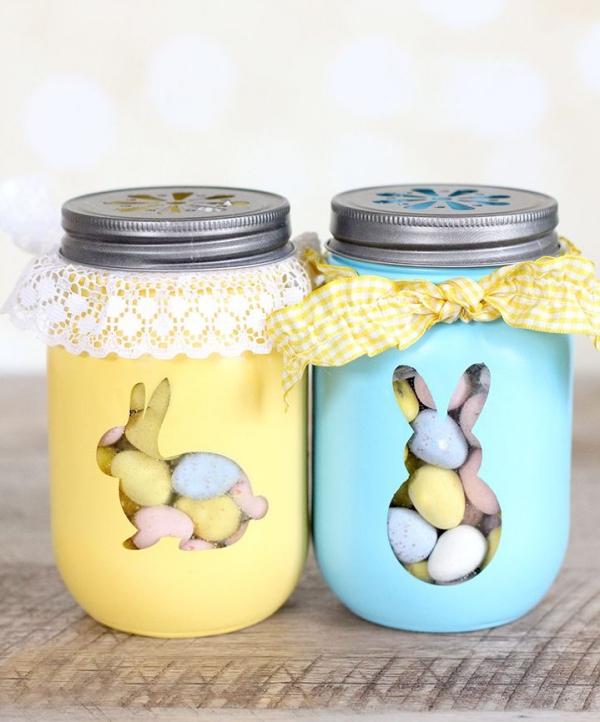 idée déco balcon pour Pâques deux bocaux