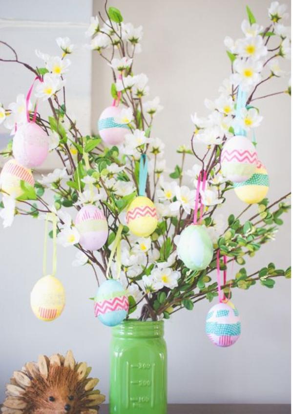 idée déco balcon pour Pâques joli bouquet