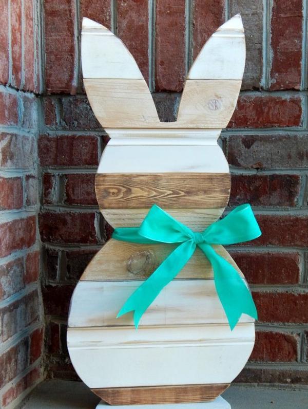 idée déco balcon pour Pâques lapin en bois