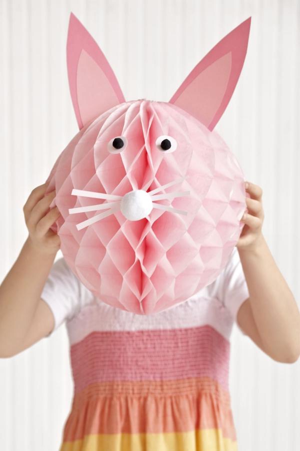 idée déco balcon pour Pâques tête rose de lapin