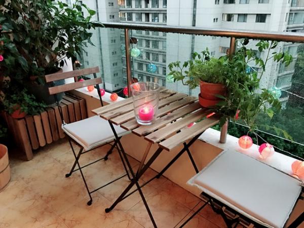 Idée Déco Balcon Pour Pâques Table Et Chaises
