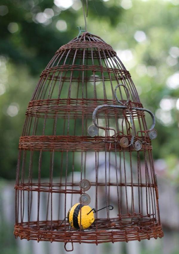 idée déco jardin métal rouillé cage oiseaux