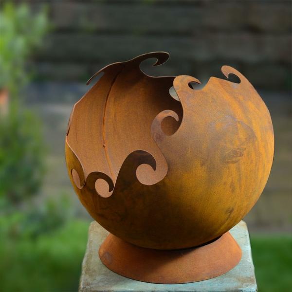 idée déco jardin métal rouillé demi-sphère