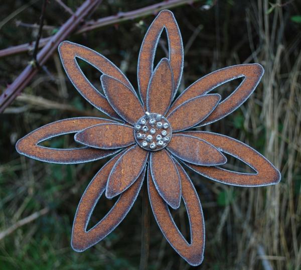 idée déco jardin métal rouillé fleur acier