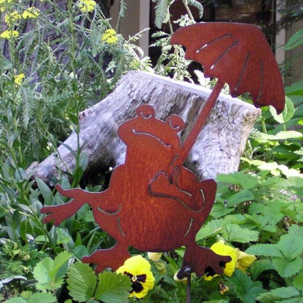 idée déco jardin métal rouillé grenouille avec parapluie