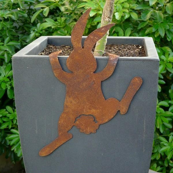idée déco jardin métal rouillé ludique lapin