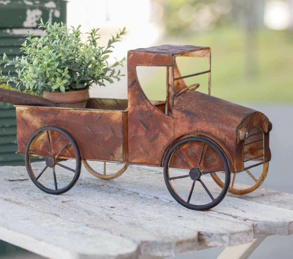 idée déco jardin métal rouillé mini voiture