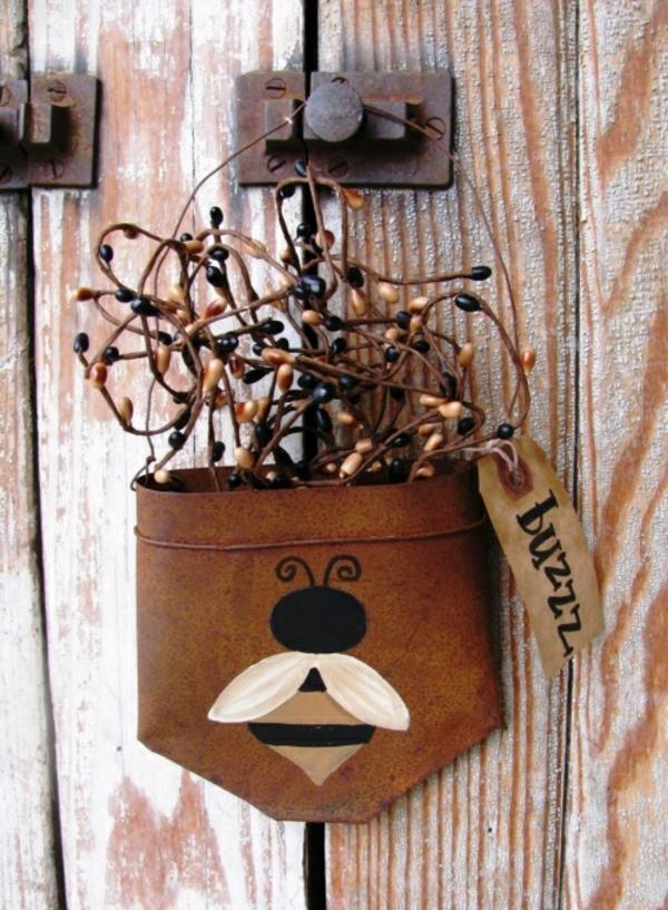idée déco jardin métal rouillé nid d'abeilles