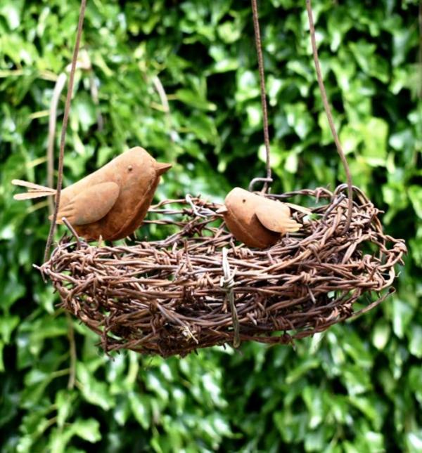idée déco jardin métal rouillé nid d'oiseaux
