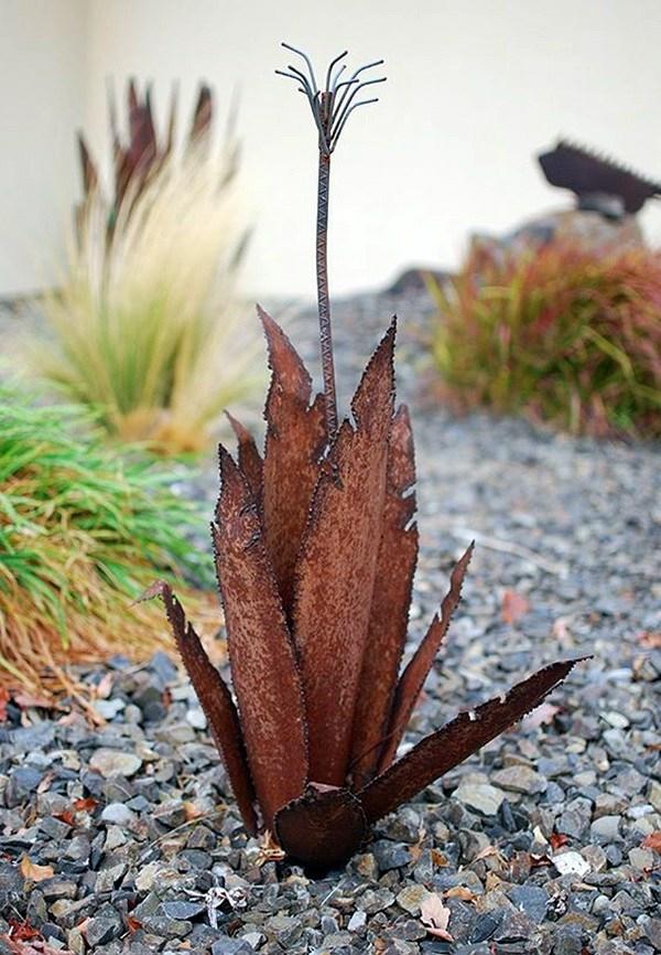 idée déco jardin métal rouillé plante désertique