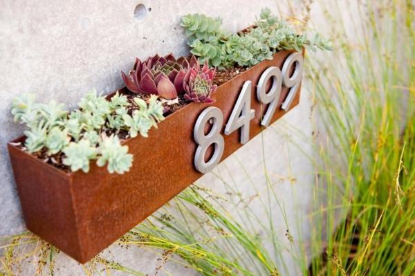 idée déco jardin métal rouillé pot de plante à accrocher au mur