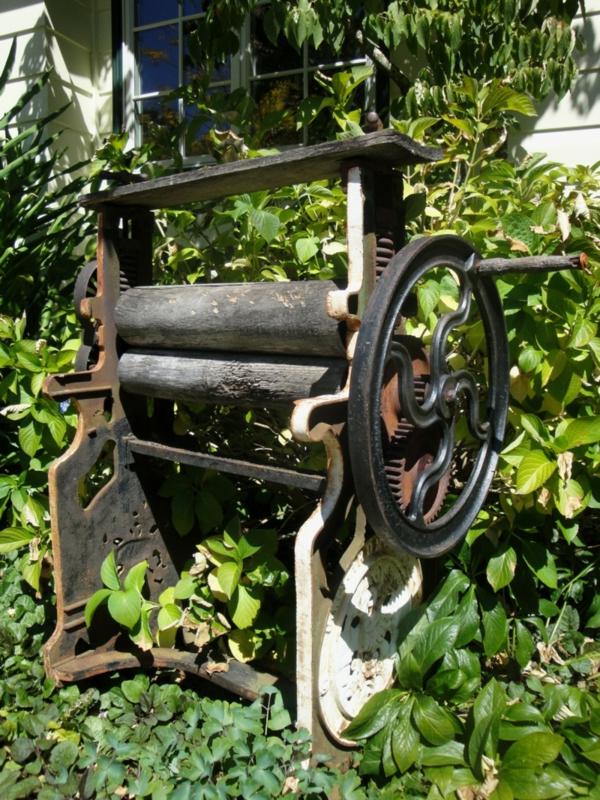 idée déco jardin métal rouillé presse à linge antique