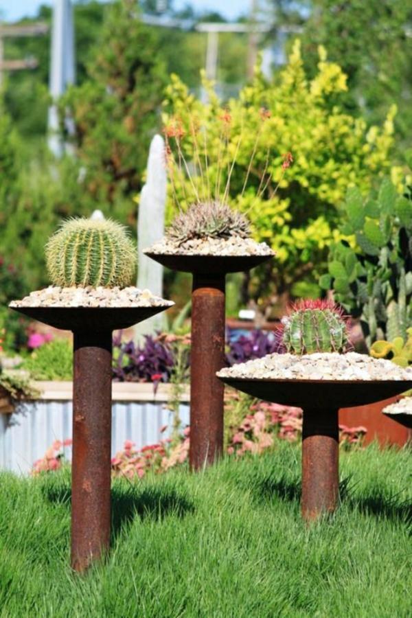 idée déco jardin métal rouillé récipients cactus