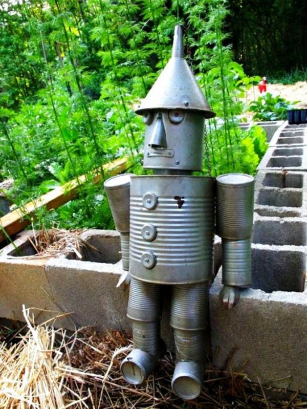idée déco jardin métal rouillé robot