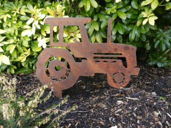 idée déco jardin métal rouillé tracteur