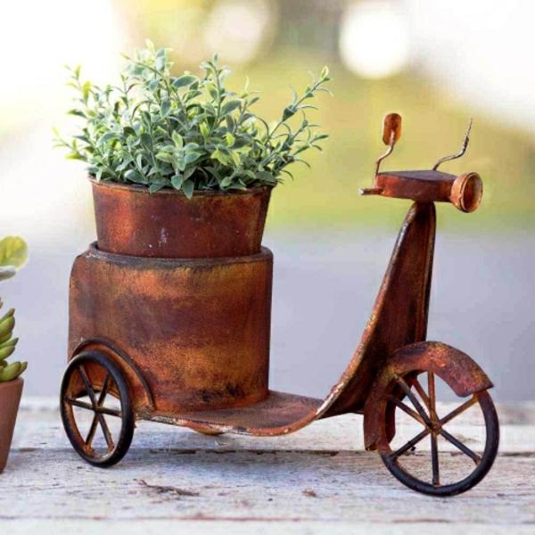idée déco jardin métal rouillé vélo contenant de plantes