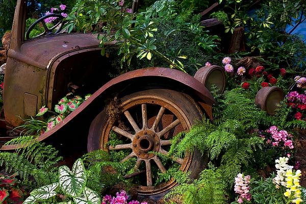 idée déco jardin métal rouillé voiture rétro