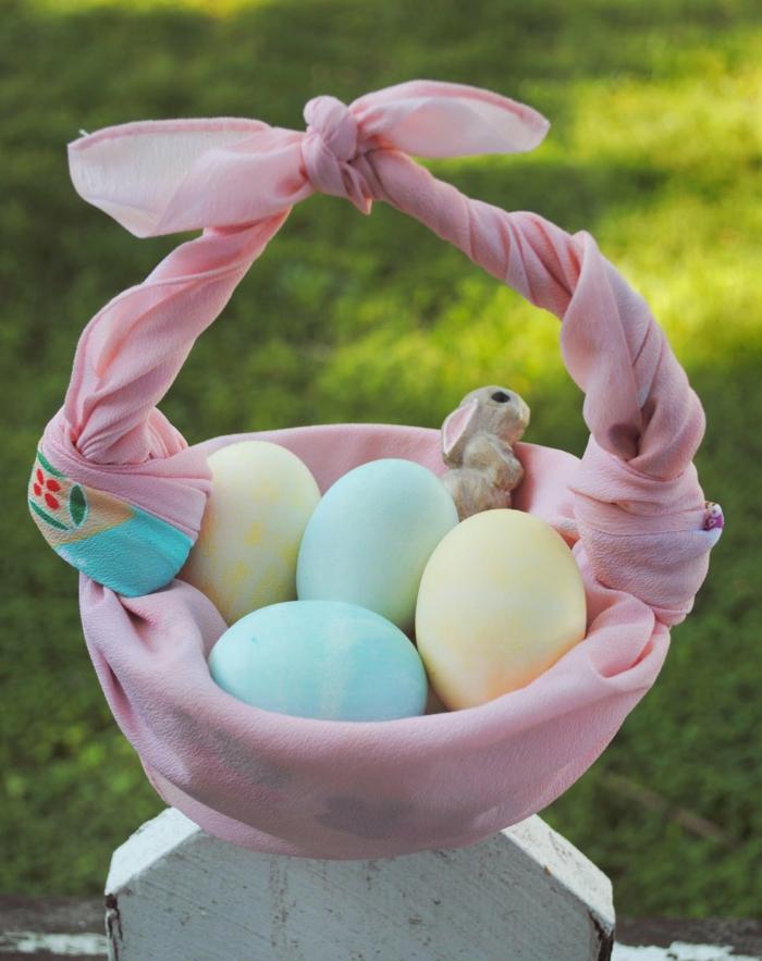 idée déco panier de Pâques diy avec une belle écharpe