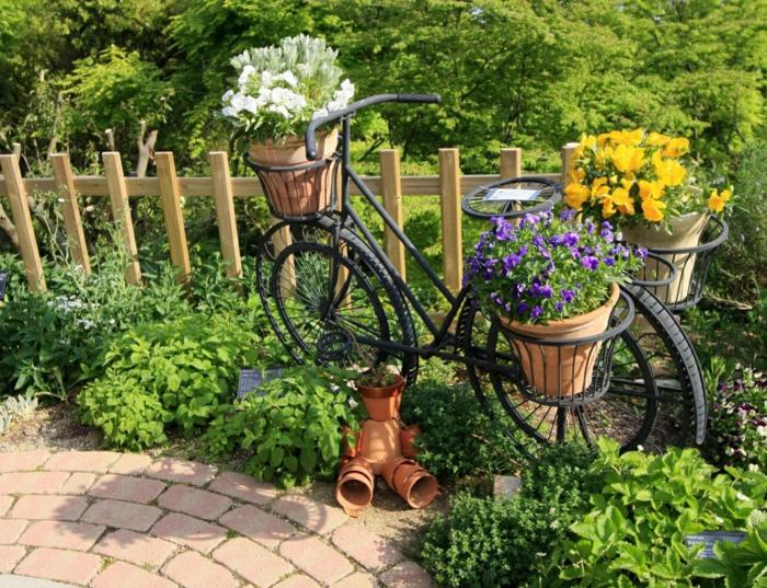 idée inspirante déco jardin récup bicyclette