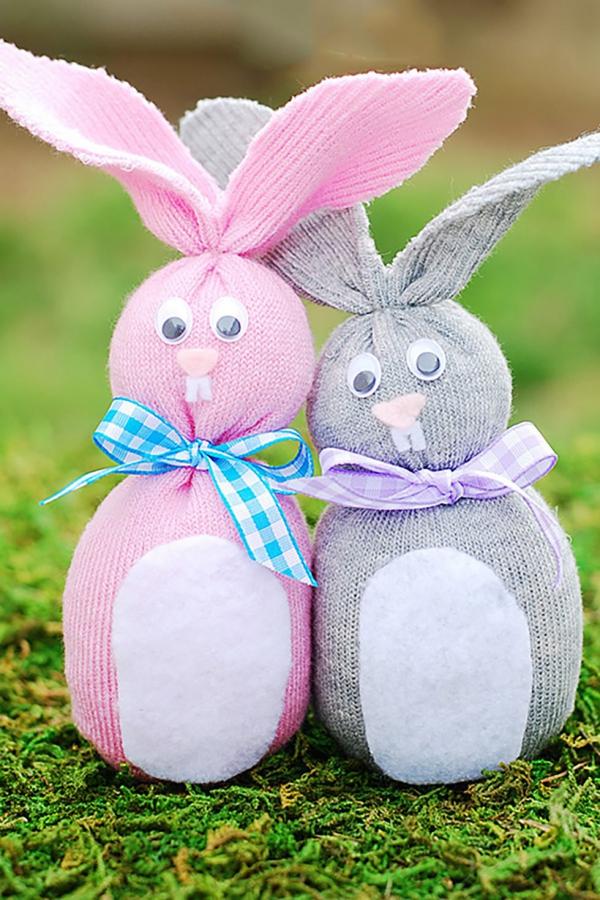 idées bricolage de Pâques maternellechaussettes lapins