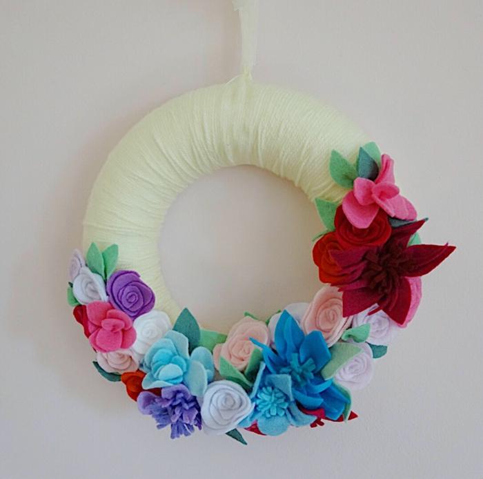 jolie décoration idée activité manuelle printemps pour la porte d'entrée