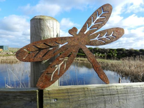 libellule idée déco jardin métal rouillé