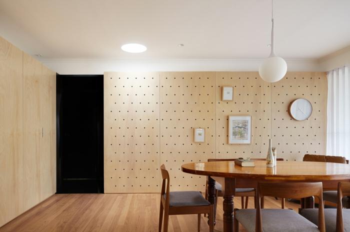 mur-pegboard-dans-la-salle-à-manger