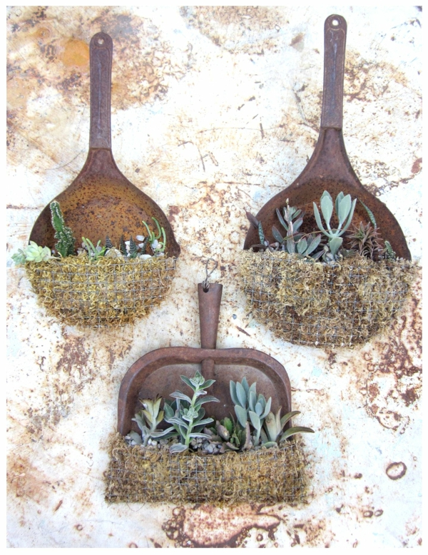 outils de jardinage idée déco jardin métal rouillé