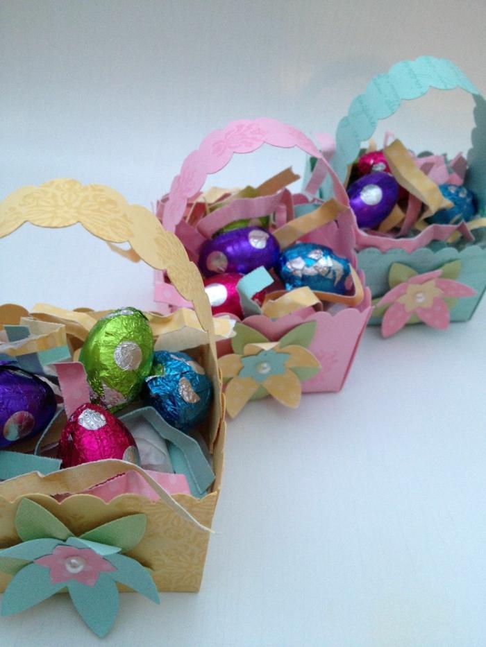 panier de Pâques en papier coloré