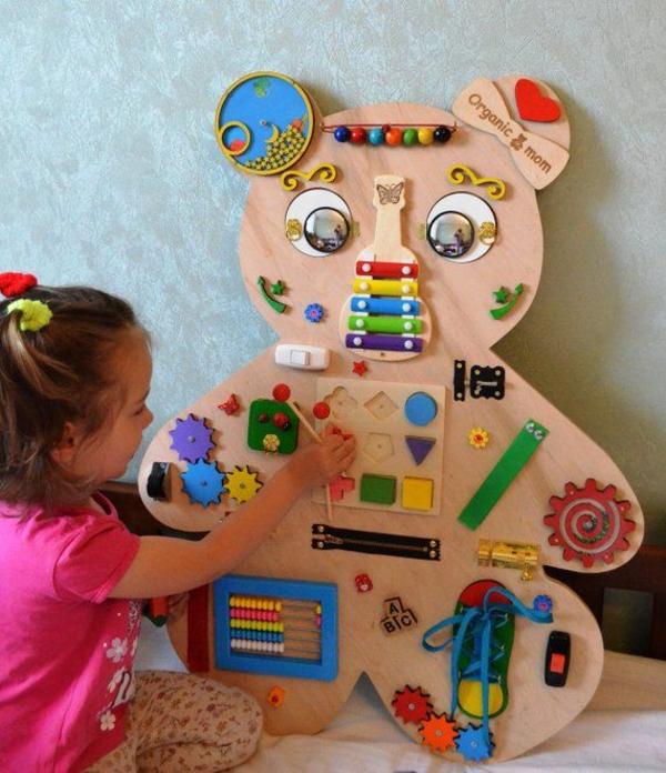 panneau sensoriel montessori enfants en bas âge
