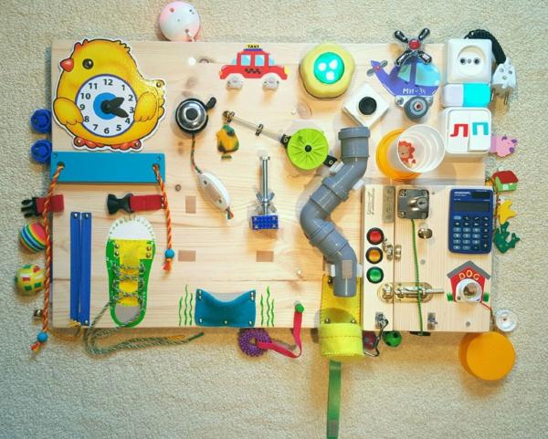 panneau sensoriel montessori pour enfants énergiques