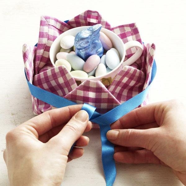 pliage serviette pâques panier en textile