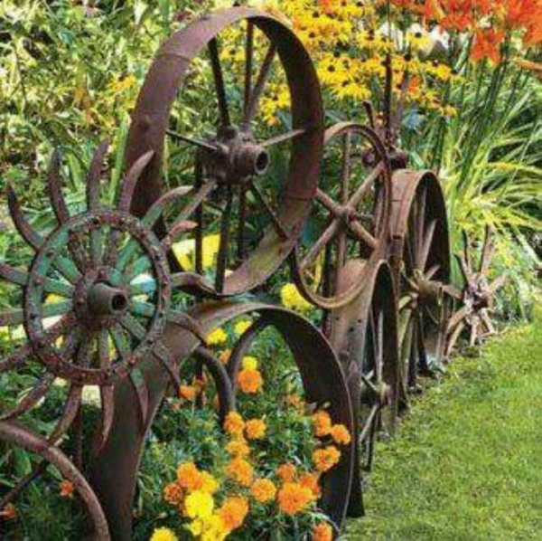 roues métalliques idée déco jardin métal rouillé