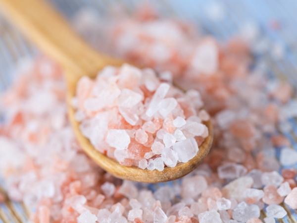sel rose d'Himalaya cristaux de sel