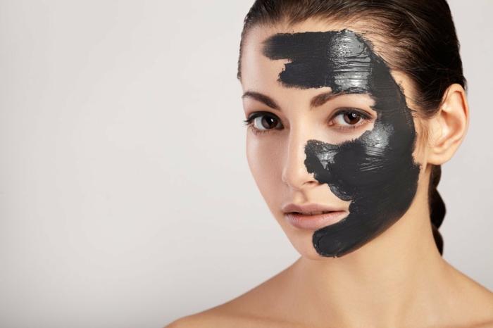 soins visage avec charbon végétal