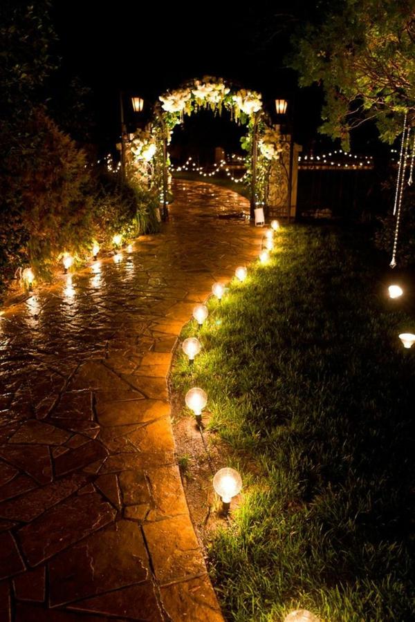 8 astuces pour faire de votre mariage un jour inoubliable éclairage jardin