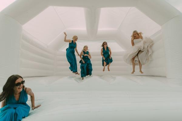 Animation mariage originale - 13 idées que vos invités vont adorer château gonflable
