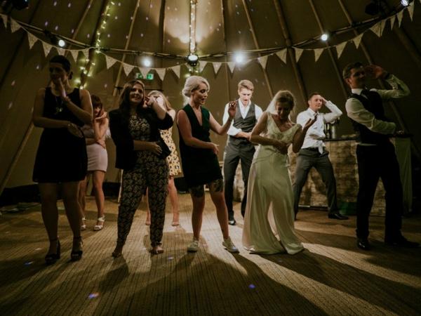 Animation mariage originale - 13 idées que vos invités vont adorer danseurs professionnels