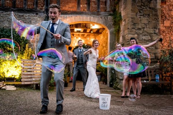 Animation mariage originale - 13 idées que vos invités vont adorer jeu bulles de savon