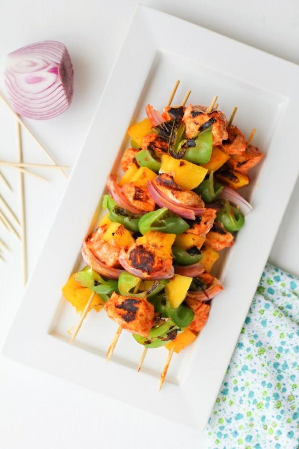Brochette apéro - 70 idées de recettes qui mettent de l'eau à la bouche brochettes de poulet grillé poivrons verts et mangue à la sauce Teriyaki