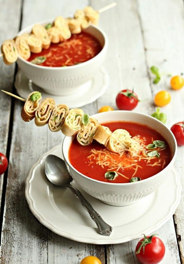 Brochette apéro - 70 idées de recettes qui mettent de l'eau à la bouche crêpe au fromage basilic soupe à la tomate