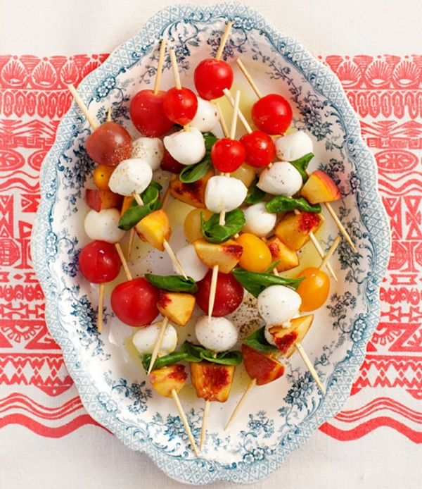 Brochette apéro - 70 idées de recettes qui mettent de l'eau à la bouche fromage pêche tomates cerises basilic