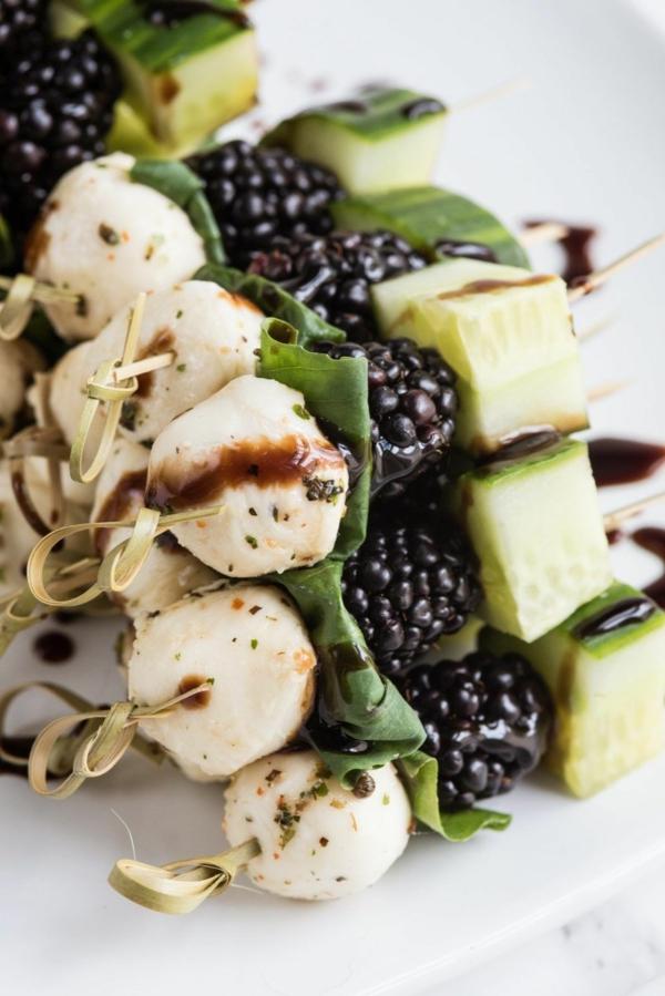 Brochette apéro - 70 idées de recettes qui mettent de l'eau à la bouche fromage salade verte mûres concombre