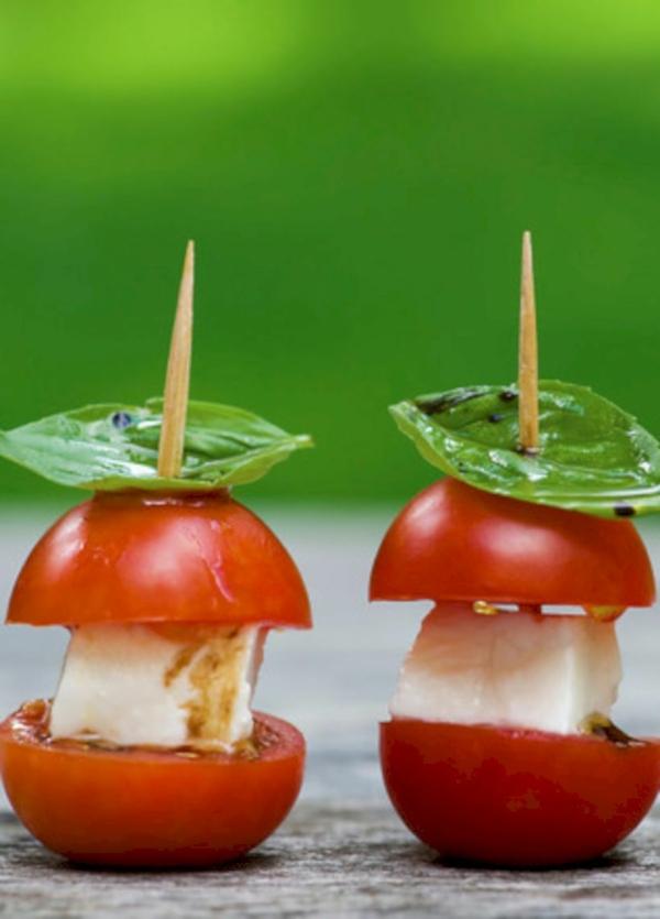 Brochette apéro - 70 idées de recettes qui mettent de l'eau à la bouche salade caprese sur brochette