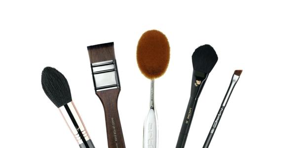 Contouring peau noire en 4 étapes faciles brosses à maquillage