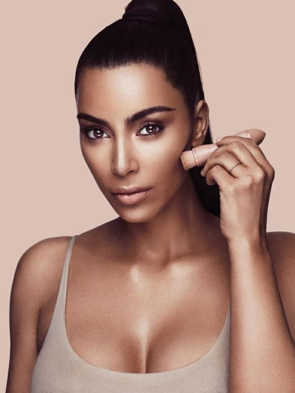 Contouring peau noire en 4 étapes faciles kim kardashian