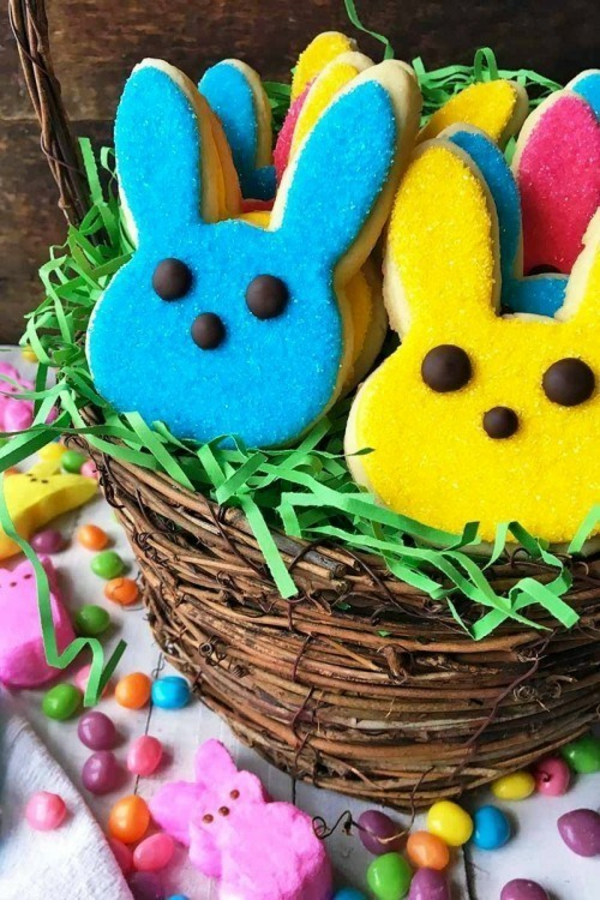 Pâtisserie lapin de Pâques - recettes faciles et beaucoup d'idées biscuit lapin de pâques glaçage coloré